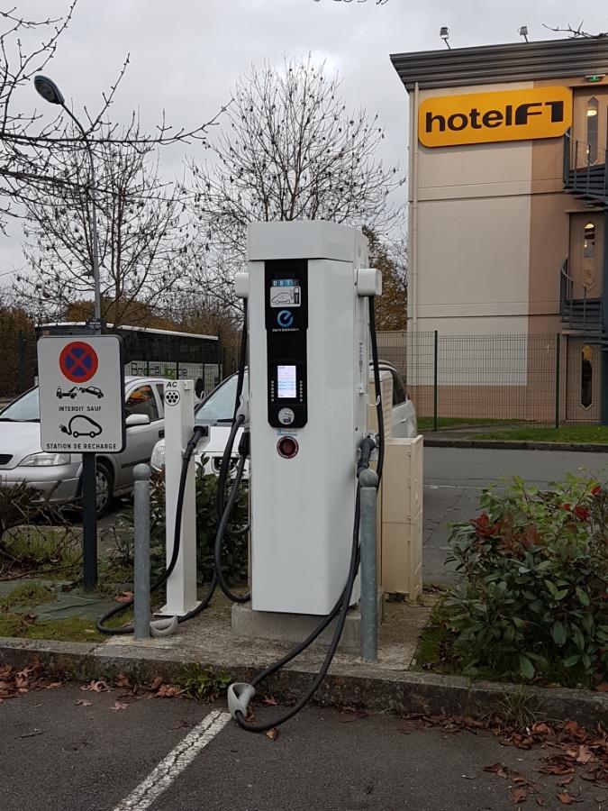 Borne de recharge véhicules électriques
